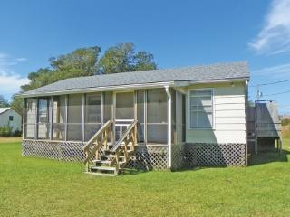 Enoch's Hideaway- Cozy, comfortable Ocracoke cottage with Lighthouse views