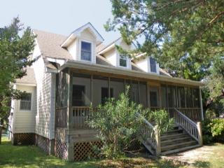 Patty's Hollow- Tastefully decorated island home with offsite docking, Ocracoke