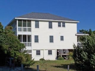 Peggy's Seabreeze- Pefect for family gatherings, reverse floor plan with views, Ocracoke