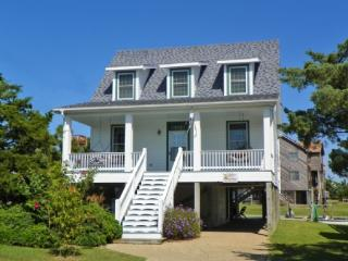 The Dory- Lovely island home with canal front docking, Ocracoke