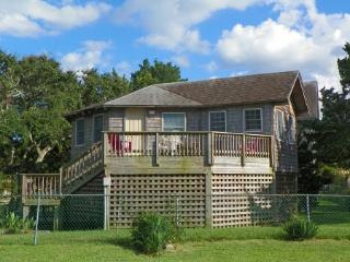 Grant I- Pet friendly cottage with fenced yard, Ocracoke