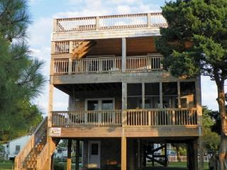 Jordan's View- Rooftop deck with incredible views of the lighthouse and harbor, Ocracoke