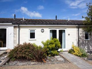 SALTBOX 7, fantastic on-site faciltiies, WiFi, romantic cottage, near Yarmouth, Ref. 922471