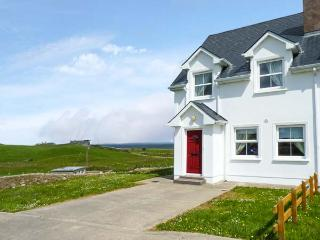 34 CARBERRY COURT, pet-friendly cottage with sea views, ope n fire, garden, Tullaghan Ref 924444, Bundoran
