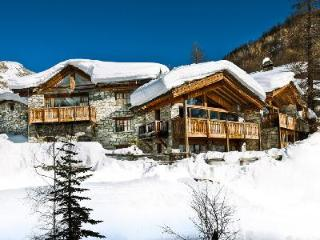 Chalet Le Mistral- Manchet Valley view, Ski-in/Ski out, 2 Jetted tubs & staff, Val d'Isere