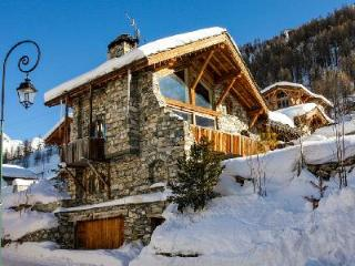 Chalet La Bergerie- superb Alps view, Ski-in/Ski-out, Jetted tub- sauna, Val d'Isere
