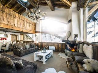 Chalet Kilimanjaro- exquisite Val d'Isere view,  Ski-in/Ski out- Jetted tub & staff, Val d'Isere