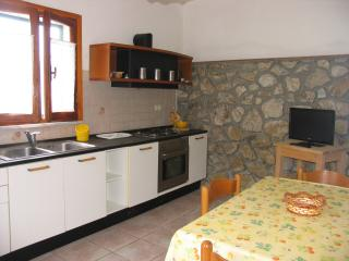 La Tortora:4 pax wide yard with bbq, Portoferraio