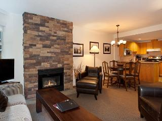 Woodrun Lodge 414 | 1 Bedroom + Den Ski-In/Ski-Out Condo with Shared Hot Tub, Whistler