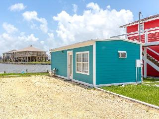 1BR/1BA Canal Cottage in Holiday Beach with Water Views, Sleeps 4, Rockport