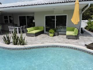 Casa Verde Endless Waterfront Views Heated Pool 3/3 for 6 guests, Fort Lauderdale
