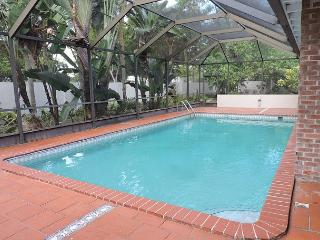 Artist's Fantasy Miami Lakes 5/2 for 12 guests Heated Pool Near Everything