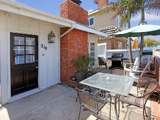34th St. -Ideally Located to the Beach, Shops, & Dining - Spacious 3 Bedroom, Newport Beach