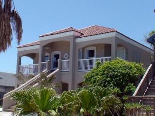 Beach Side Two Bedroom Condo, Isla del Padre Sur
