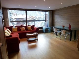 Epin- Central, simple 2 bed apartment for 6, Courchevel