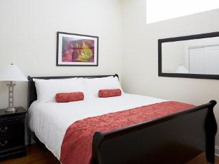Boutique Apartment Hotel near Wrigley - 1 Bedroom, Chicago