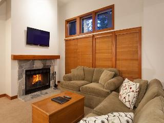 Treeline 31 | Upgraded Townhome, Ski-Home Access, Fireplace, Common Hot Tub, Whistler