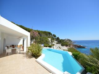 EXCLUSIVE Villa on a TOP Location, Wi-Fi, Pool, Font de Sa Cala