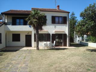 Well Positioned Villa Conto with large garden, Medulin