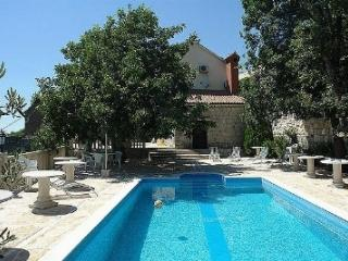 Villa Šimun with pool in the hill for 12 people, Sumpetar