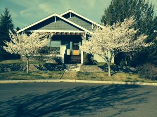 NW Bend Bungalow Close to all Bend Offers