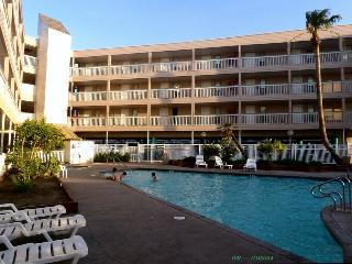 2145 Furnished beach front condo with kitchenette, Corpus Christi