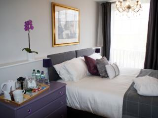 The Salt Rooms - Room 1 with private bath, Macclesfield