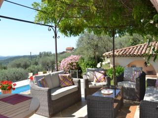 Villa Lorraine: Idyllic Provencal villa with 4 bedrooms, private pool, garden and sea view, sleeps 8, Le Rouret