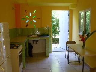 close to the beach in big garden apartment, Pueblo de Bocas