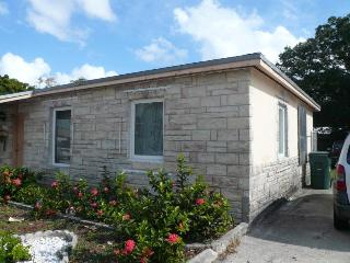 Gorgeous 2 bedrooms, 1 bath bungalow in Wilton Man, Fort Lauderdale