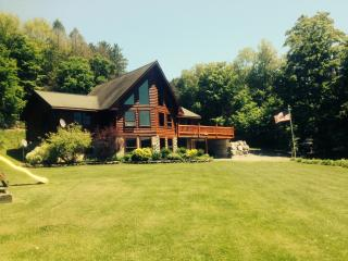 Post & Beam Cedar Log Home Getaway, Syracuse