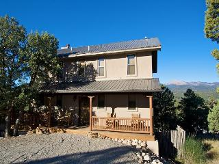 Casa Wildwood has beautiful décor, great views, and hot tub., Ruidoso