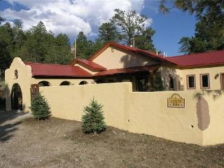 Casita Rios is a gorgeous Spanish style 2 bedroom 2 bath secluded getaway., Ruidoso