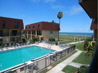 Stunning 3 Bedroom Condo - Right at the Pier!, Cocoa Beach