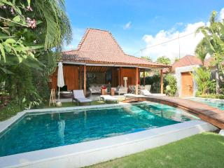Exclusive 4 bedrooms Villa in Seminyak / Oberoi