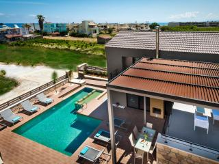 Brand new Luxury 3 bd Villa, 50m from the beach, Kolymbari