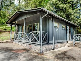 3* cozy cabin with free childcare, Crieff