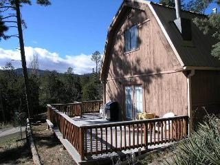 Mama Bear's Den is a cozy two bedroom located less than a mile from downtown., Ruidoso