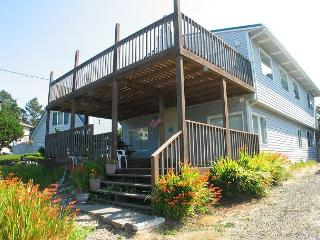 Ocean view family home, just steps away from the beach access, Gleneden Beach