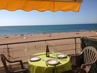 Beach Front Flat Over looking Beach, Valras-Plage