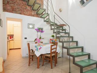Lovely, 2 floor Tuscan apartment in central Pisa, sleeps 4