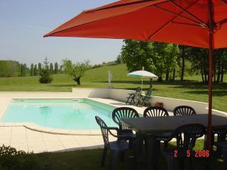 Bobie Farmhouse with Wi-Fi and Air Conditioning, Duras