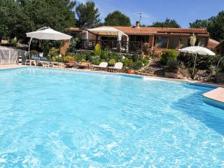 Bed and Breakfast  charming bedroom,, heated pool, Greasque