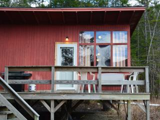 1BR Cabin with sandy beach and boat access, Warren