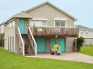 Mermaid Cove~Family and Dog Friendly~ Beachside, Galveston