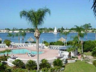 Island Paradise, Luxury Waterfront Condo at Isla, St. Petersburg