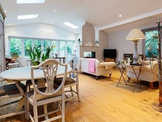 3 bed Chateau style home in leafy Richmond, Kingston upon Thames