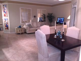 Chic, cozy condo close to the beach, Clearwater