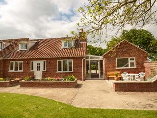 WOODLAND VIEW pet-friendly, woodburner, rural location in Wragby Ref 916417