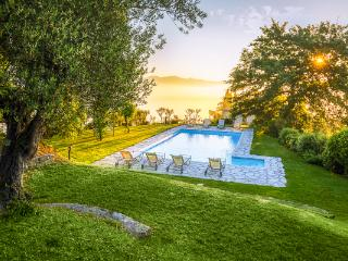Merely a few kilometers from Tuscany, this large stone farmhouse and annex make each villa a private hideaway. HII ADA, Umbria